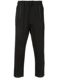 укороченные брюки с контрастной строчкой Oamc