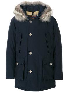 пальто с капюшоном и меховой оторочкой Woolrich