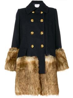 двубортное пальто с искусственным мехом  Sacai