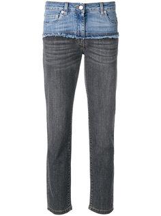 укороченные джинсы с контрастной вставкой Moschino