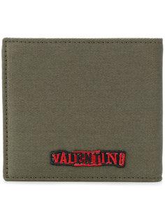 кошелек с вышитыми словами Valentino