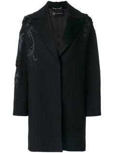 пальто с вышивками Versace