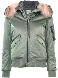 Jenny jacket Sam.