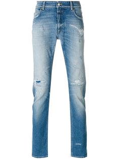 джинсы кроя слим с рваными деталями Closed