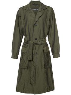 однобортное пальто с поясом Issey Miyake