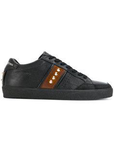 кроссовки с заклепками Leather Crown