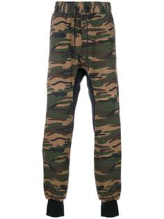 спортивные брюки с камуфляжным принтом D.Gnak