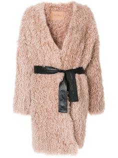 пушистое пальто с поясом  Drome