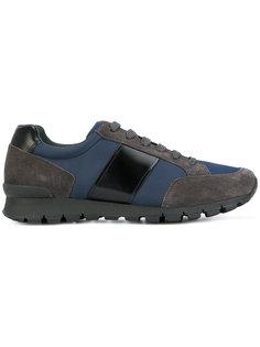 классические кроссовки со шнуровкой Prada
