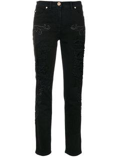 джинсы с вышивкой Baroque и эффектом потертости Versace