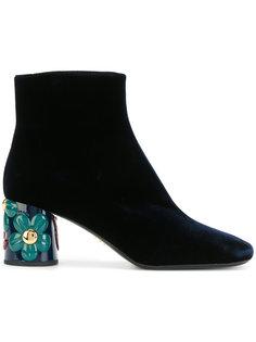 ботильоны на каблуке с цветочным декором Prada