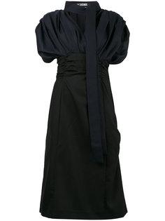 платье с V-образной горловиной и пышными рукавами Jacquemus