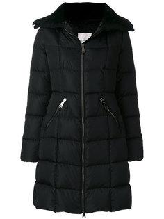 дутое пальто с меховым воротником  Moncler