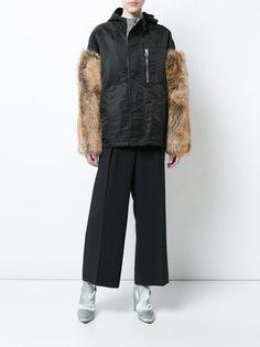 куртка с капюшоном и меховыми рукавами Sandy Liang