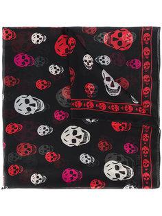 классический шифоновый шарф с принтом черепов Alexander McQueen