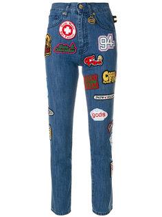 джинсы скинни с нашивками  Gcds