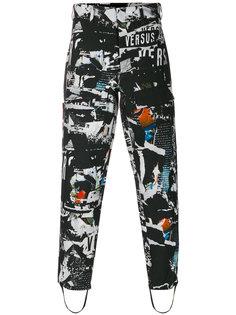 зауженные брюки с принтом логотипа Versus