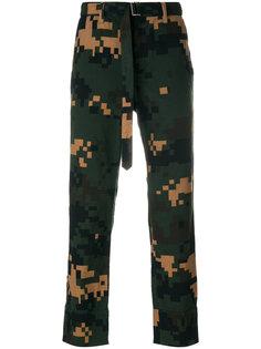 брюки с камуфляжным принтом Sacai
