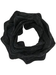 плиссированный шарф геометрической формы Issey Miyake