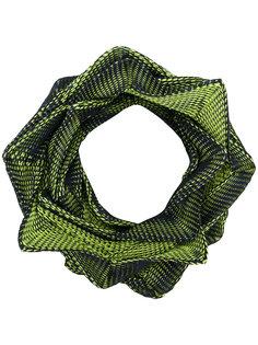 шарф геометрической формы Issey Miyake
