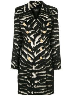 пальто с зебровым узором и декорированными пуговицами Balmain
