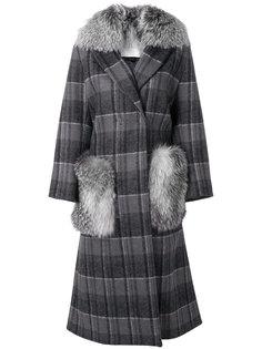 пальто в клетку с меховой отделкой  Giada Benincasa
