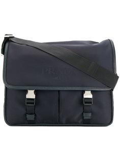 сумка-почтальонка с принтом-логотипом Prada