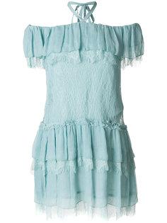 платье с открытыми плечами и оборкой  Alice+Olivia