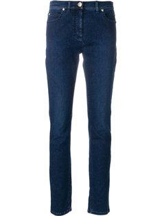 джинсы с украшением из заклепок Medusa Versace