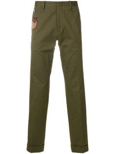 брюки с заплаткой с вышивкой Pt01