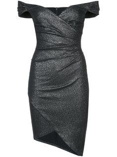 платье с открытыми плечами и присборенной отделкой Nicole Miller
