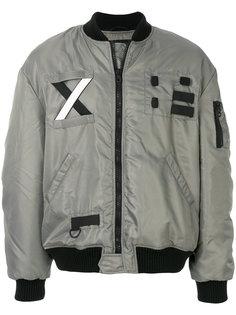 куртка-бомбер с заплатками Letasca