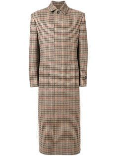 длинное пальто в клетку Balenciaga