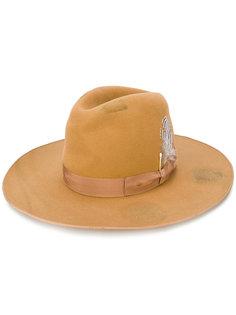 шляпа с потертой отделкой и пером Borsalino