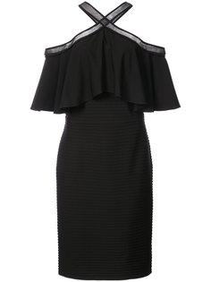 платье с открытыми плечами и оборками  Tadashi Shoji