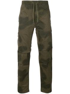 приталенные брюки с камуфляжным принтом Maharishi