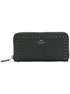 кошелек с заклепками с логотипом Coach