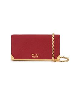 кошелек на цепочке с золотистой фурнитурой Prada
