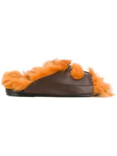 сандалии с отделкой из меха ягненка Anya Hindmarch