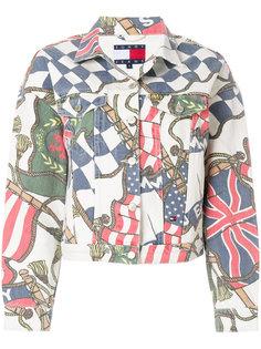 джинсовая куртка с принтом флагов Tommy Jeans