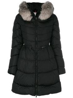 пуховое пальто с меховой оторочкой Moncler