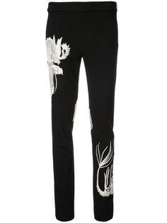 брюки с вышивкой дракона Natori