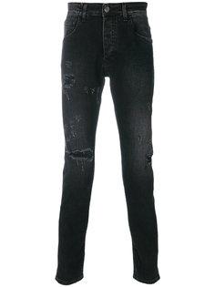 джинсы с рваными деталями Low Brand