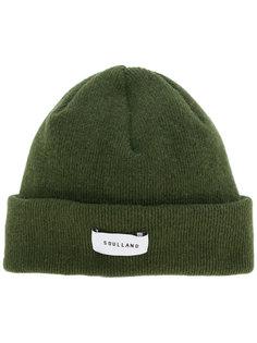 шапка в рубчик с логотипом Soulland