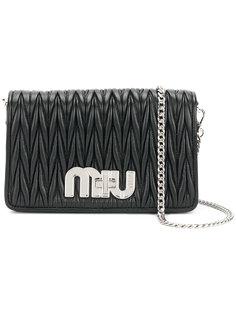 плиссированная сумка на плечо с бляшкой с логотипом Miu Miu
