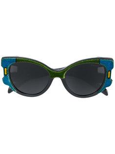объемные солнцезащитные очки в бархатной оправе Prada Eyewear