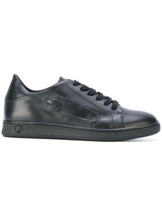 кроссовки на шнуровке с тиснением Versus
