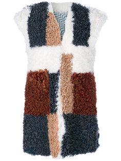 жилетка с нашивками из меха Forte Couture