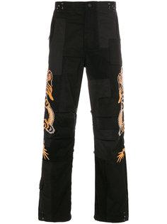 брюки с вышивкой Maharishi
