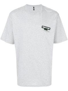 футболка с логотипом и булавкой Versus